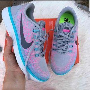WOMEN'S Nike Rn brand new !